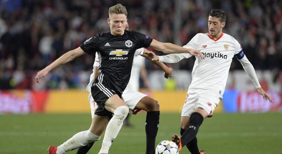 Scott McTominay (i sort trøje) får stor ros af José Mourinho efter sin præstation i Champions League-kampen mod Sevilla. Scanpix/Cristina Quicler