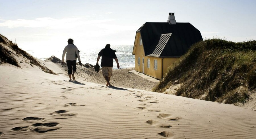 »Har man et sommerhus, som man ikke lejer ud, skal man tilbringe 14 eller flere uger om året der for, at det bedst kan betale sig. Hvis man lejer sit sommerhus ud, skal man dog kun tilbringe syv eller flere uger i sommerhuset om året,« konkluderer Lone Kjærgaard, cheføkonom i Arbejdernes Landsbank.