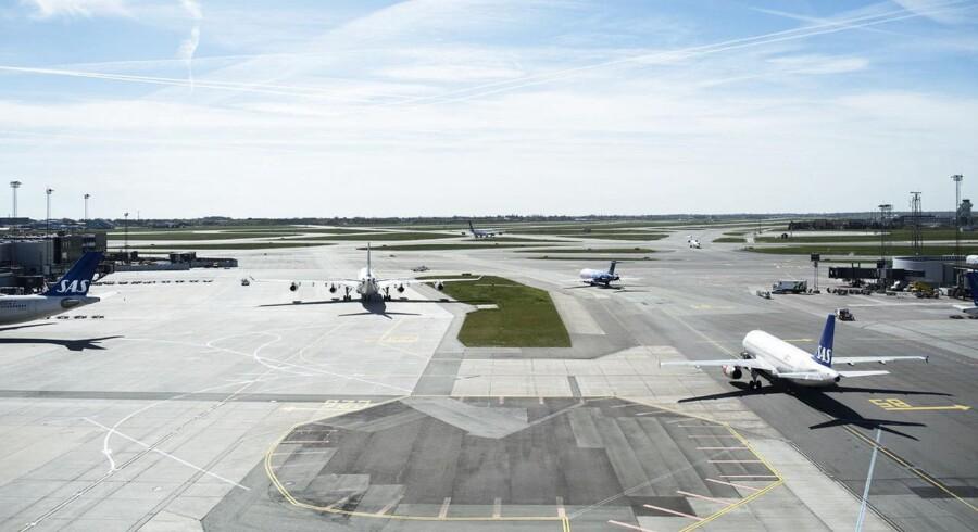 ARKIVFOTO. Flere fly på vej mod landingsbanerne set fra Apron Tower. Reportage fra Kastrup Lufthavn, der fylder 90 år d. 20/4-2015.