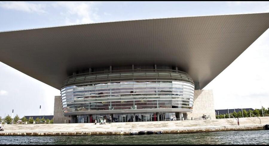 6. januar kan det smukke operahus på Holmen i København fejre sin første runde fødselsdag. 10 år. Operahuset er resultatet af hovedarkitekt Henning Larsen og bygherre Mærsk Mc-kinney Møllers arkitektoniske og finansielle færdigheder.Klik videre for et indblik i Operahusets udvikling - fra de første, spæde spadestik til det kulturelle pragteksemplar vi i dag kan nyde godt af.