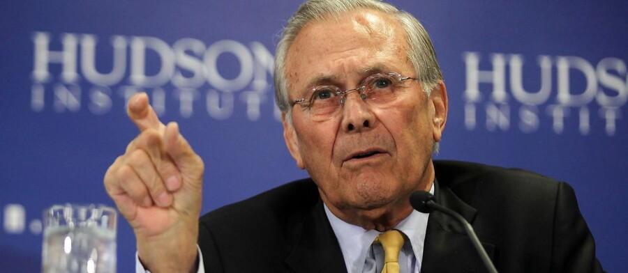 USAs tidligere forsvarsminister Donald Rumsfeld er som 83-årig kommet ud af sit otium for at lancere en strategisk udfordrende kabale til iPhone. Det har fået kritikere til at hvæsse knivene. Arkivfoto: Alex Wong/AFP