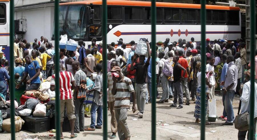 Bustrafikken i Elfenbenskystens hovedstad, Abidjan, bliver lagt om for at bringe rejsetiden betragteligt ned. Arkivfoto: Thierry Gouegnon, Reuters/Scanpix