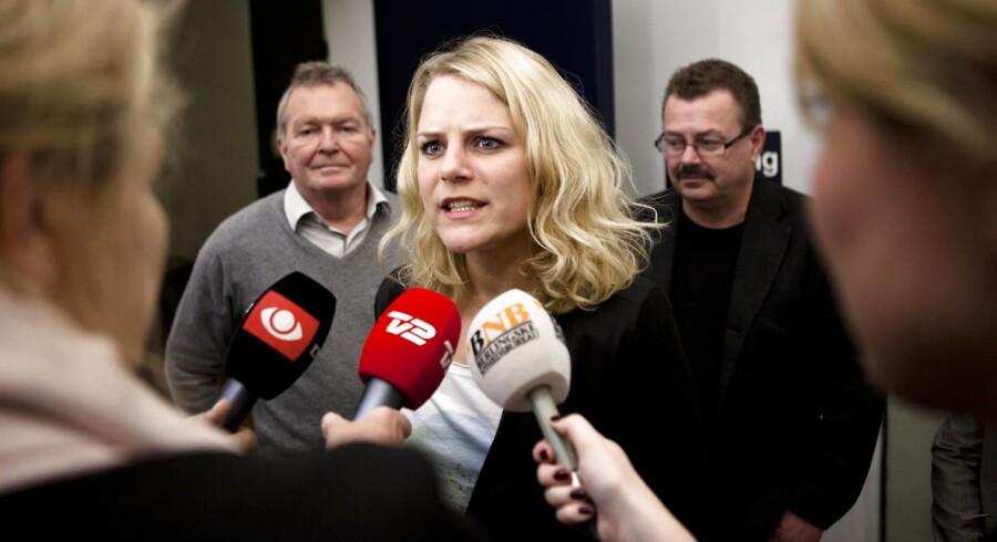 ARKIVFOTO. Enhedslistens Johanne Schmidt-Nielsen, Frank Aaen (tv) og Per Clausen (th). I dag indledes partiets årsmøde.