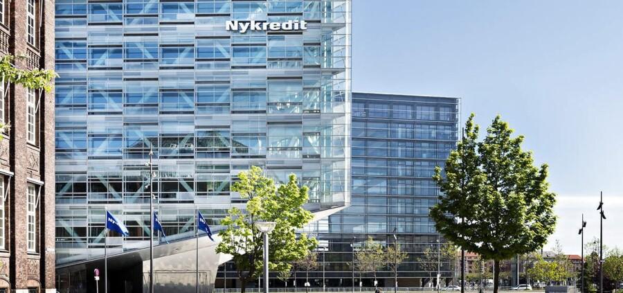 Nykredit Flag og Logo på Under Krystallen på Kalvebod Brygge Nyt og gammelt byggeri