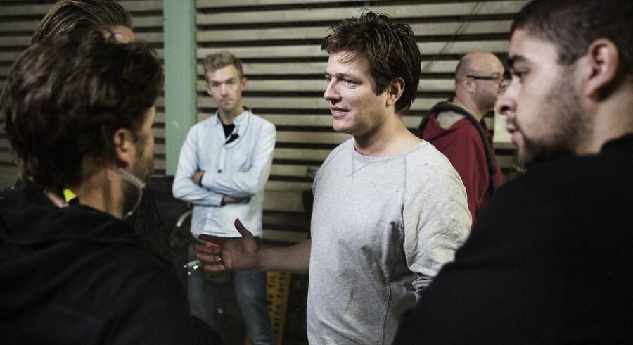 Thomas Vinterberg i gang med at instruere sin nye film, Kollektivet, der kommer med i kampen om guld og sølv-bjørne i Berlin.