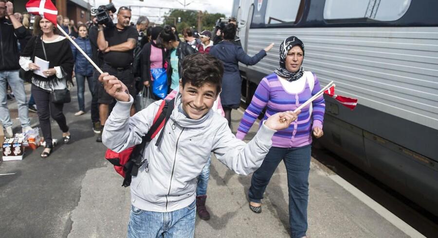 Glade ansigter - her ved afgangen kl 13.10 i dag, hvor de sidste strandede flygtninge kom med fra Padborg.