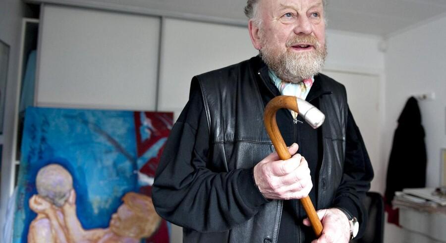 Aarhusianske forældre er målløse og utrygge over, at Muhammed-tegneren Kurt Westergaard jævnligt går på kursus blandt 500 børn i Samsøgade Skoles åbningstid.