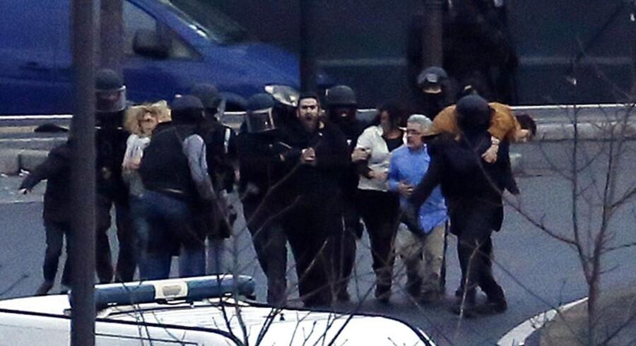 To gidseldramaer udspillede sig fredag i forlængelse af massakren på Charlie Hebdo.