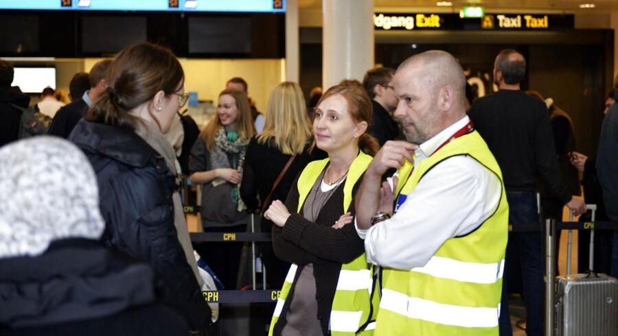 Der er stadig lange køer i Københavns Lufthavn søndag middag d. 1. marts 2015, hvor Arbejdsretten har pålagt SAS's kabinepersonale at genoptage arbejdet. Kabinepersonalet har strejket siden fredag formiddag og har umiddelbart ingen planer om at følge Arbejdsrettens påbud. (Foto: Simon Skipper/Scanpix 2015)