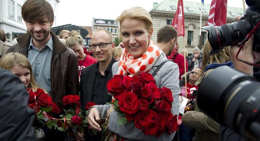 ARKIVFOTO 2011 af Jens Joel (tv) og Helle Thorning-Schmidt (im) under valgkampen i 2011.
