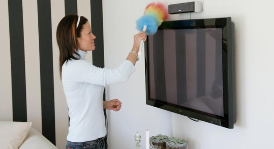 Der bliver støvet af på hylderne i TDC. Nu skal TV, telefoni og bredbånd leveres som en samlet pakke til kunderne - og det skal gøre TDC stort. Foto: Colourbox