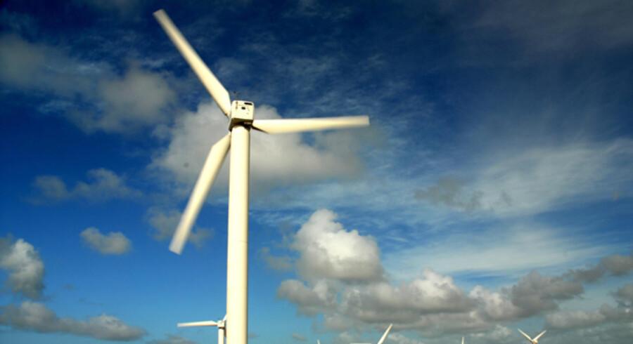 Selv om danskerne skifter til strøm, der produceres af vindmøller, slipper de ikke billigere på regningen, selv om de dermed mindsker udslippet af CO2. Til gengæld oplyser mange forbrugere, at de generelt har skruet ned for  forbruget af strøm på hjemmefronten.