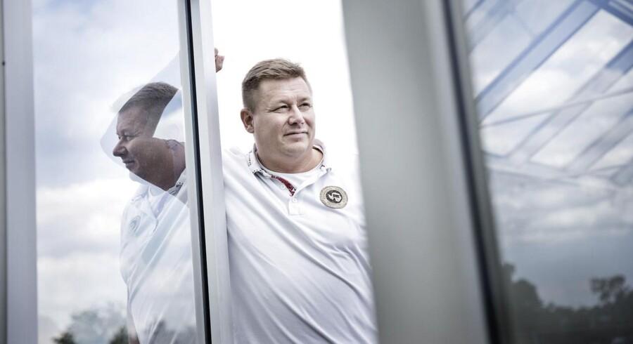 Jesper Kasi Nielsen gnider sig i hænderne over Pandoras regnskab, som viser fremgang på de markeder, der er afgørende for hans earn-out.