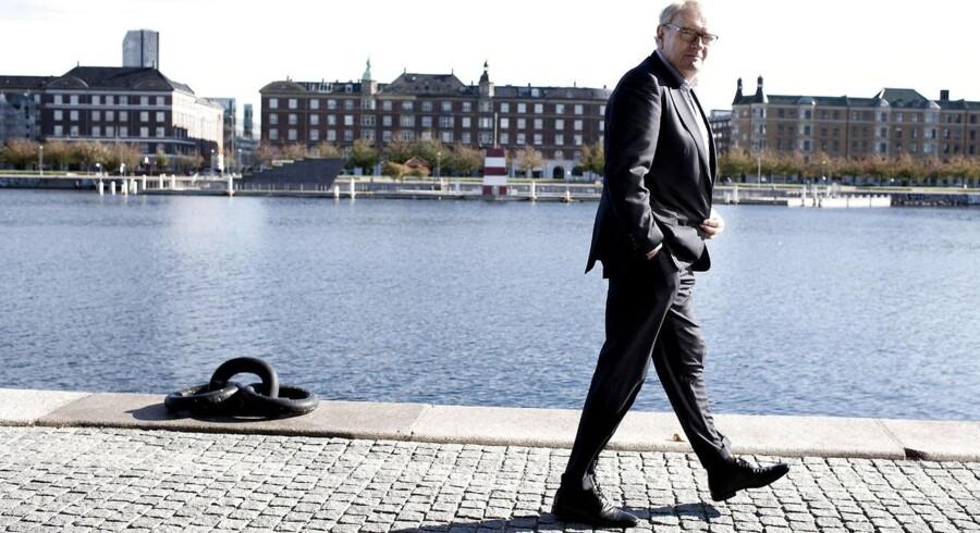 »Vi forsøger at lægge et mildt, men vedvarende pres på sparekasserne,« siger Henrik Bjerre-Nielsen, adm. direktør i Finansiel Stabilitet, og fortæller, at flere af de 14 pengeinstitutter er i økonomiske problemer og derfor har fået lov til at vente med at betale. Foto: Torben Åndahl