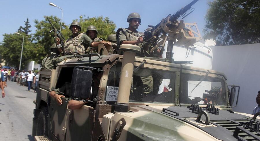 Tunesiske soldater i Sousse, hvor en bevæbnet mand åbnede ild mod turister.