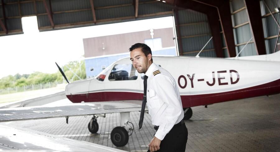 Lucas Leander på 25 år går på pilot uddannelsen hos Center Air Pilot Academy i Roskilde Lufthavn.