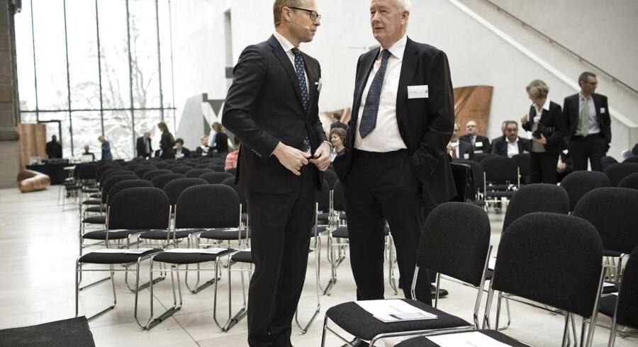 Finansrådets formand Michael Rasmussen fra Nordea og den snart afgående nationalbankdirektør Nils Bernstein i samtale inden talerne ved Finansrådets årsmøde.