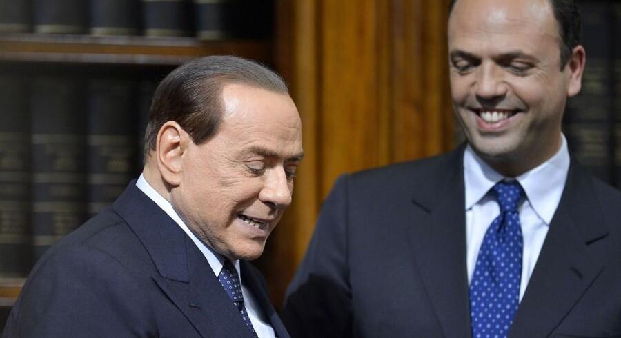 Berlusconi er ok med at blive finansminister og lade sin partisekretær, Angelino Alfano (t.h) få posten som premierminister.