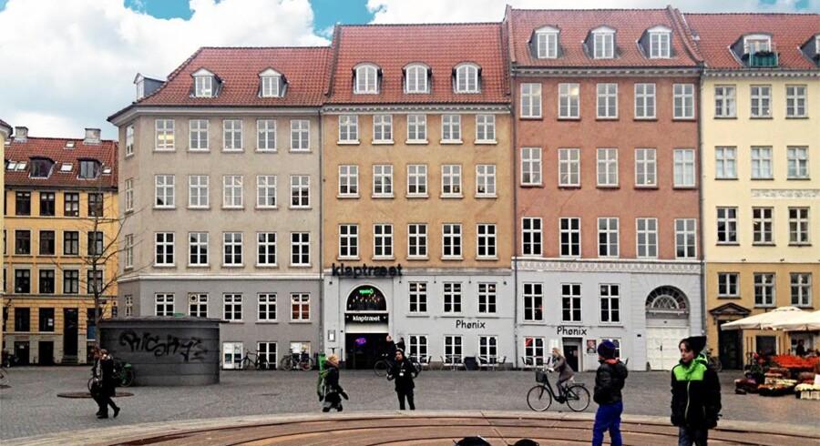 Bygningen med knap 4.000 kvadratmeter boliger, kontorer og spisesteder er nok mest kendt for at have huset den hedengangne biograf Klaptræet.