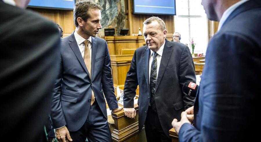 Kristian Jensen sammen med Lars Løkke Rasmussen i folketingssalen.