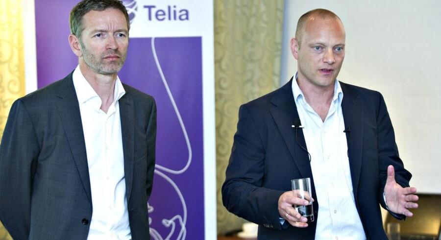 Teletopcheferne for Telenor og Telia i Danmark, Jon Erik Haug (til venstre) og Søren Abildgaard (til højre), da de 14. juni fremlagde den historiske aftale om at slå mobilnettene i Danmark sammen. Arkivfoto: Jens Nørgaard Larsen, Scanpix