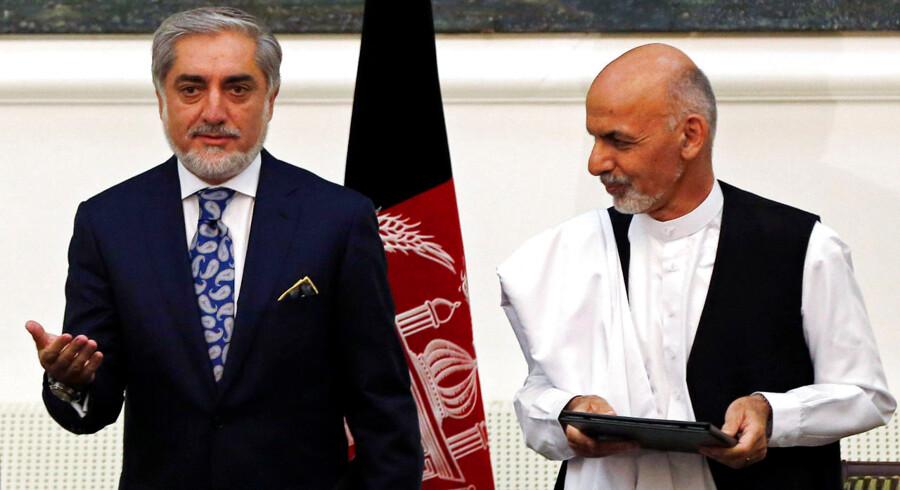 Det bliver den tidligere finansminister Ashraf Ghani, der fremover skal være præsident, det har både han og modstanderen Abdullah Abdullah skrevet under på under en ceremoni i præsidentpaladset i Kabul