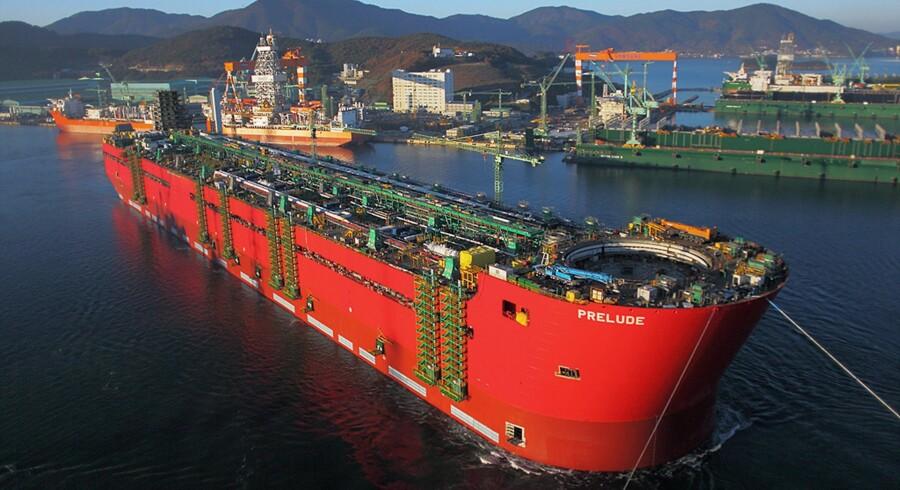 Samsung-værftet er et af de dominerende skibsværfter i byen Geoje i Sydkorea. Men som resten af den sydkoreanske sværindustri lider man under overkapacitet og manglende omsætning. Det skyldes ikke mindst det voldsomme dyk i oliepriserne. Foto: AFP