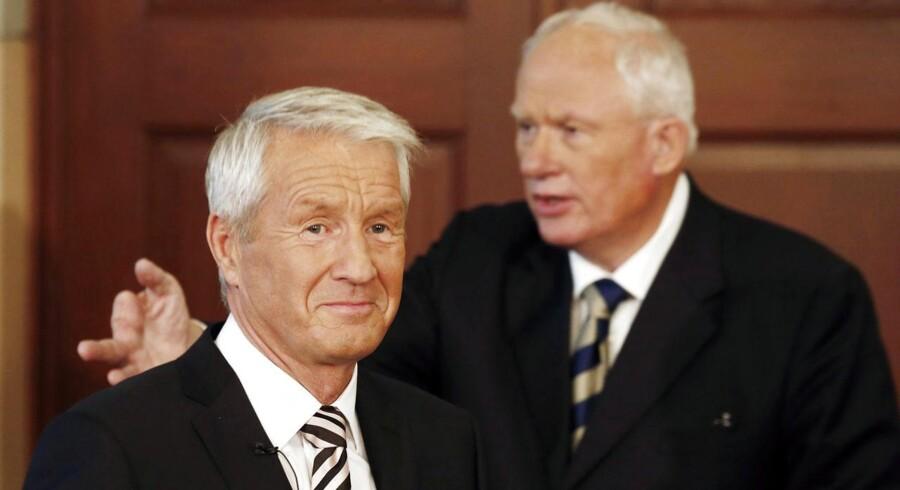 Formanden for Nobels fredspriskomité, tidligere statsminister Thorbjørn Jagtland, til venstre. Bag ham direktøren for Nobelinstituttet, Geir Lundestad, der ikke mener, at folk med samme baggrund som Jagland fremover skal bestride formandsposten.