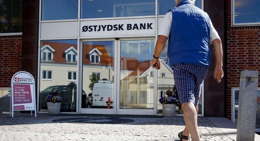 Østjydsk Bank præsenterer et overskud på syv mio. kr. i første kvartal 2015, men banken er stadig økonomisk presset.