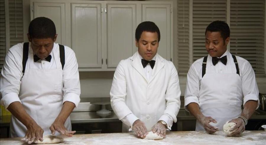 Forest Whitaker, Lenny Kravitz og Cuba Gooding, Jr. er tjenende ånder i Det Hvide Hus i »The Butler«. Foto: Scanbox