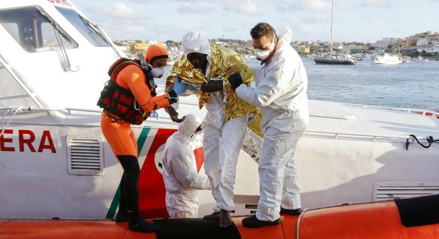 Op mod 300 bådflygtninge frygtes omkommet i Middelhavet under et forsøg på at nå frem til de europæiske kyster.