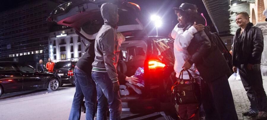 Flygtninge og migranter på transit gennem Danmark på deres vej til Sverige 10. september 2015. Flygtningene er stået af toget i Rødby og kommet til København i private biler. Fire somaliere skifter ved hovedbanegården for at tage toget til Kastrup.