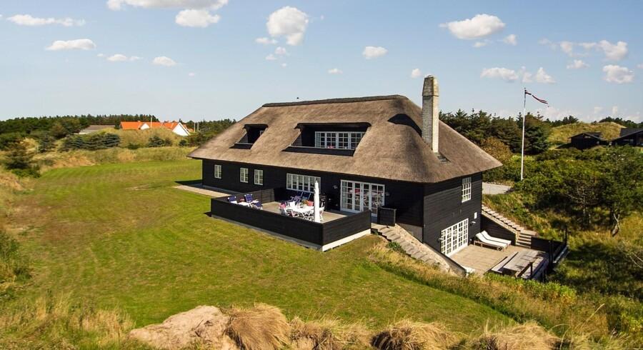 Luksussommerhuset i Blokhus (billedet) er Boligsidens mest klikkede sommerhus i 2015. Det har bl.a. egen swimmingpool, havudsigt fra terrassen og koster 14 mio. kr.