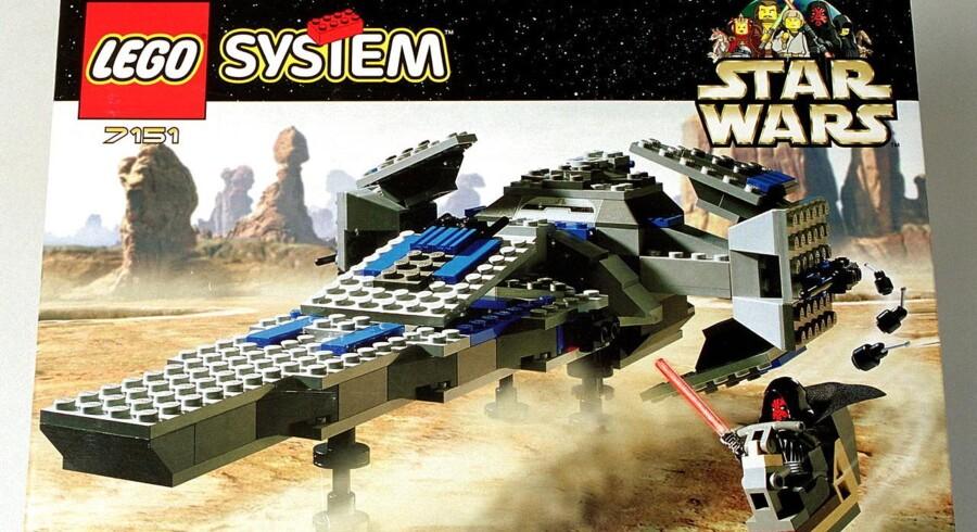 """Lego er også gået ind i kampen om børnenes gunst med en række produkter, der er afledt af den amerikanske film Star Wars, Episode 1 """"Den Usynlige Fjende""""."""