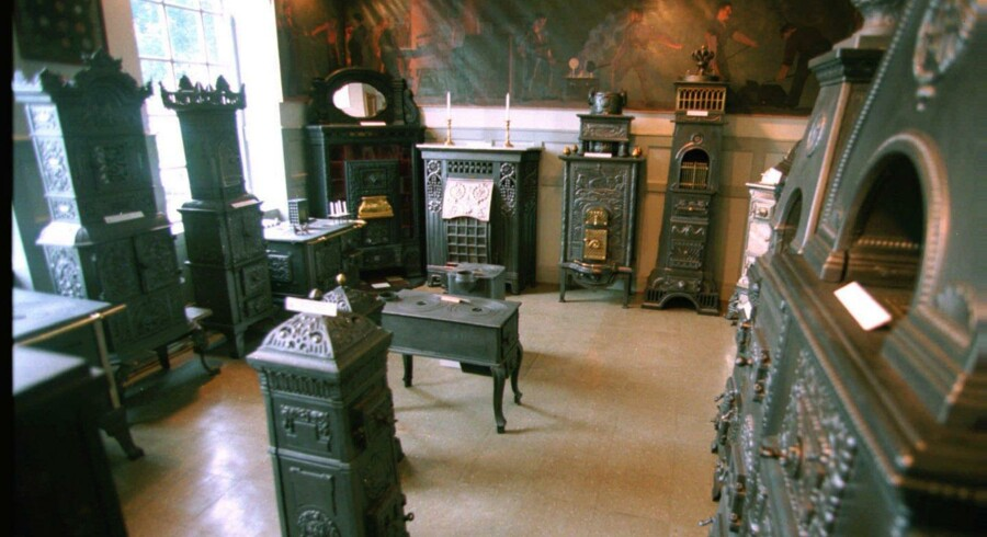 Brændeovnen skal skrottes, for at man kan få 2.000 kr. i skrotpræmie, så den ender ikke på et museum som disse brændeovne. Arkivfoto: Claus Fisker