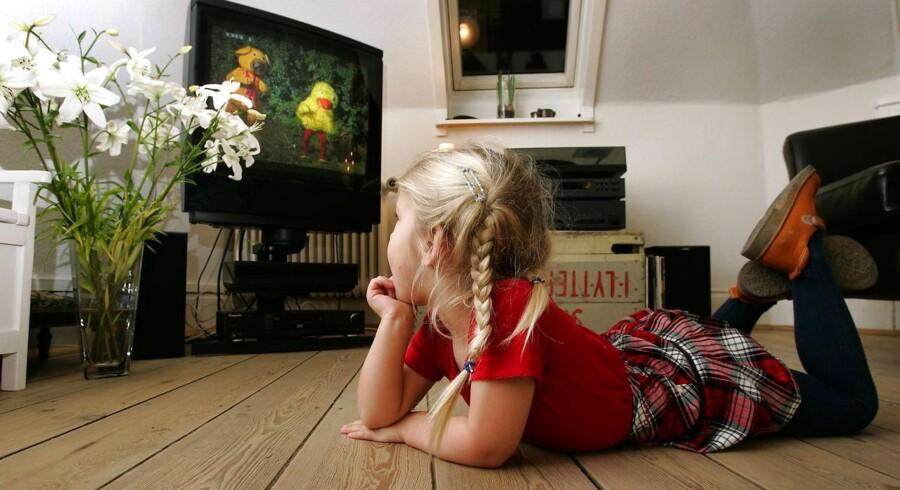 Danskerne har alt for mange kanaler, som de aldrig ser. Samlet set betalte danskerne ifølge Konkurrencestyrelsen omkring 11,5 milliarder kroner i 2010 for at kunne se TV. De fire milliarder gik til TV-licens, de 7,5 milliarder var abonnementer. Foto: Bax Lindhardt, Scanpix