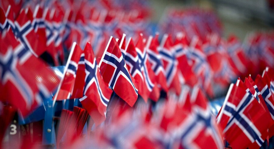 Landsholdet træner i dag i Oslo. Norske flag overalt på stadion.