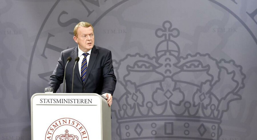 Statsminister Lars Løkke Rasmussen planlægger at hæve topskattegrænsen. I regeringsgrundlaget lød det ellers, at topskatteprocenten skulle ned. Hvad er forskellen?