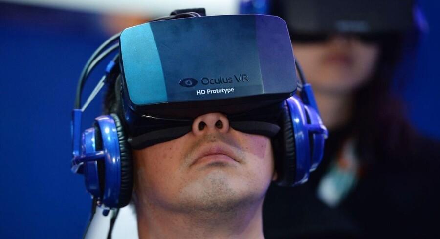 Det sociale netværk Facebook har opkøbt firmaet Oculus, der står bag udviklingen af virtual reality-brillen Oculus VR.