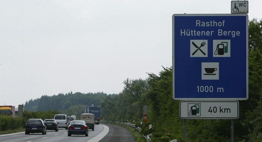 Fredag vedtog Forbundsrådet i Berlin den omstridte vejskat for personbiler fra 2016. Kun udenlandske bilister skal betale.