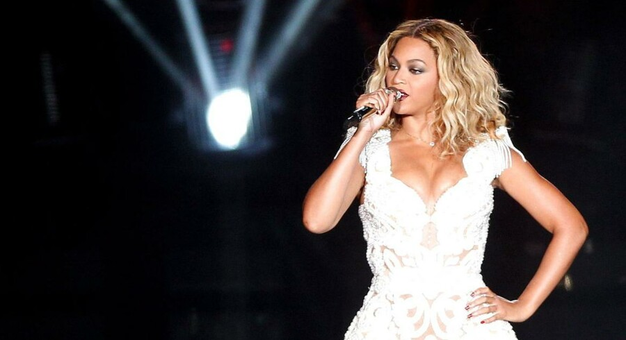 Sangerinden Beyoncé er med sit seneste album gået ind i historien som den hurtigst sælgende på iTunes.
