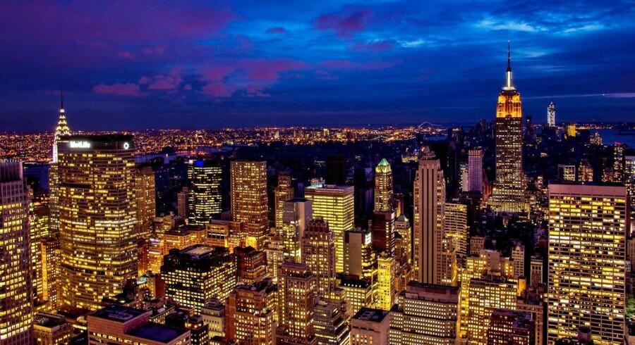 Der er mange gode ting at rejse til USA efter. En af dem er oplevelsen af New Yorks skyline ved aftenstid.