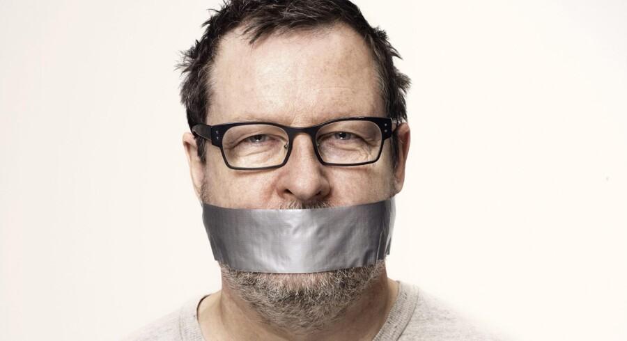 Lars von Trier med Gaffatape om munden. Foto: Casper Sejersen
