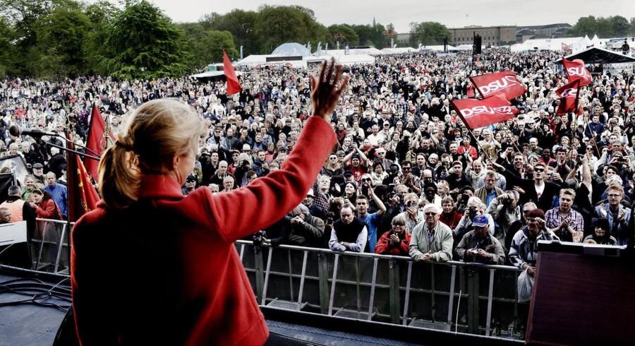 Helle Thorning-Schmidt holder sin 1. maj tale i Fælledparken. Arkivfoto