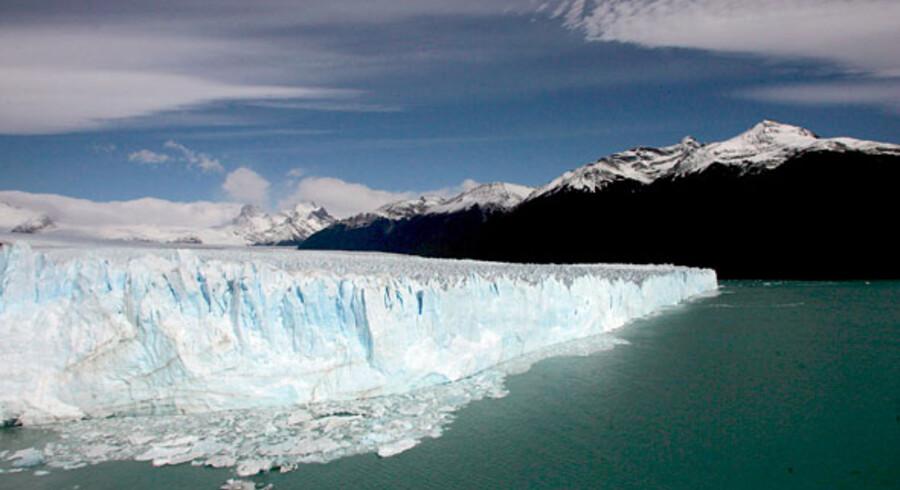 Jeg vil se solen ramme Patagoniens spidse bjergtoppe og gigantiske gletschere og store søer og vidtstrakte sletter, skriver Rejseliv.dks Gitte Holtze. Billedet: Perito Moreno gletcheren i Patagonien.