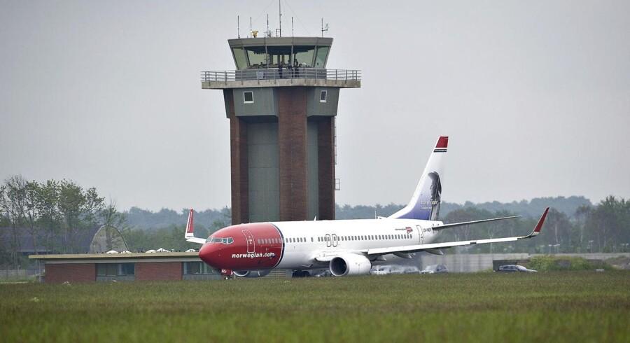 Et Norwegian fly på startbanen i Aalborg Lufthavn