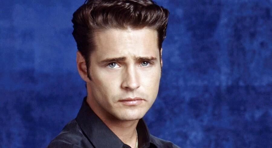 Hjerteknuseren Brandon Walsh med de karakteristiske øjenbryn. Nu udgiver han sine erindringer.