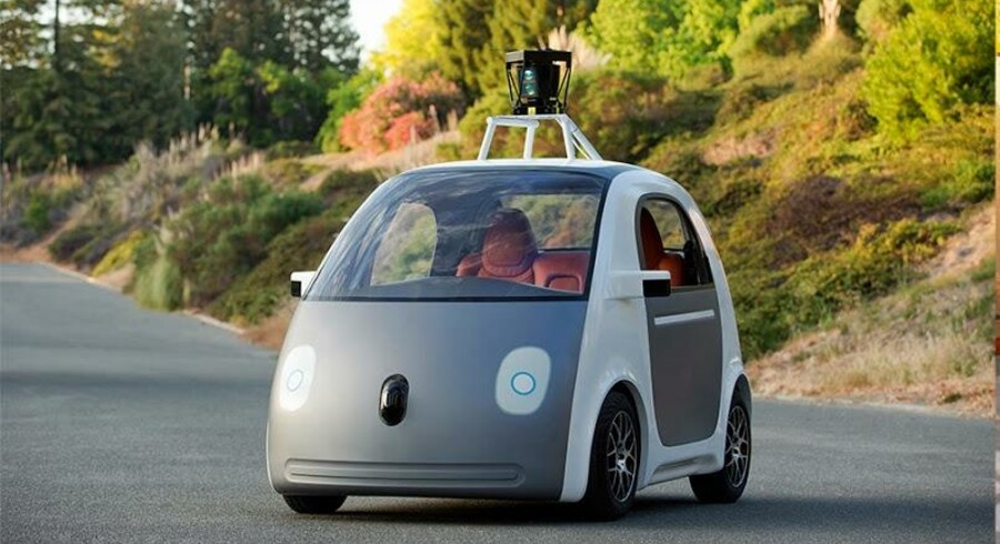 Det amerikanske internetselskab Google arbejder på at udvikle en række prototyper på selvkørende biler - og har nu præsenteret en af dem.