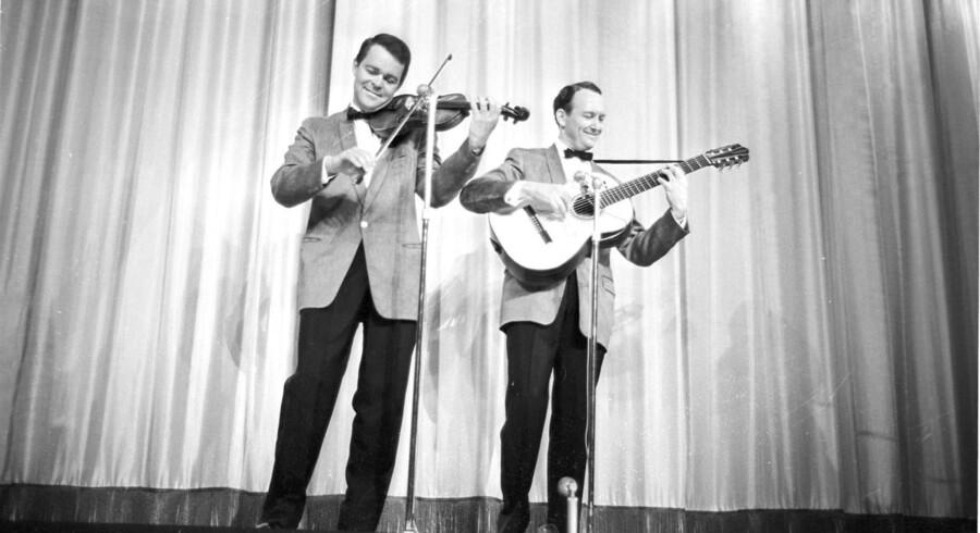 Svend Asmussen og Ulrik Neumann optrådte sammen i Tivoli Revyen i 1962.