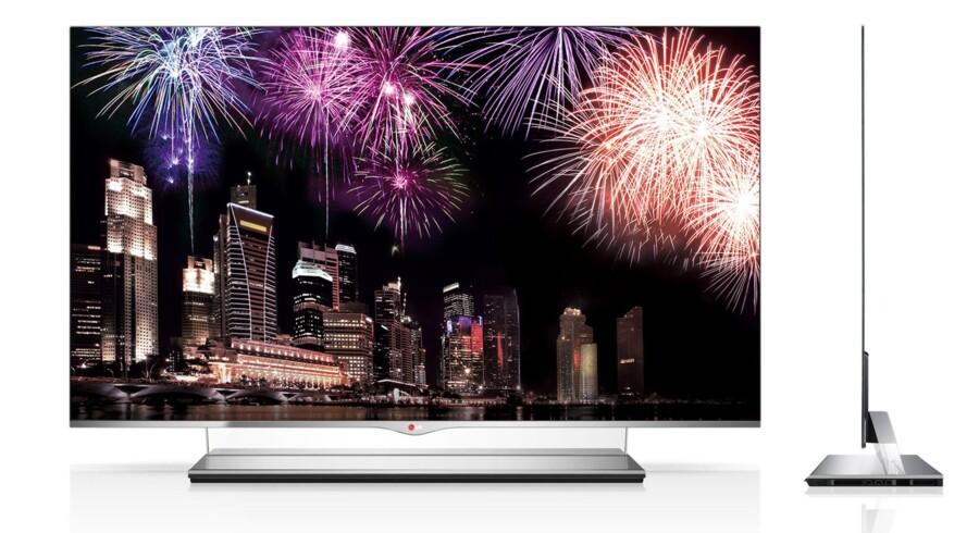 Allerede i februar vil sydkoreanerne kunne købe LG Electronics' nye 55 tommer OLED-TV med et meget skarpere billede på skærmen, en vægt på 10 kilo og en tykkelse på blot fire millimeter. Prisen er dog i den absolut dyre ende: 10.000 dollars. Analyser anslår, at der i 2016 vil blive solgt 7,2 millioner OLED-TV.